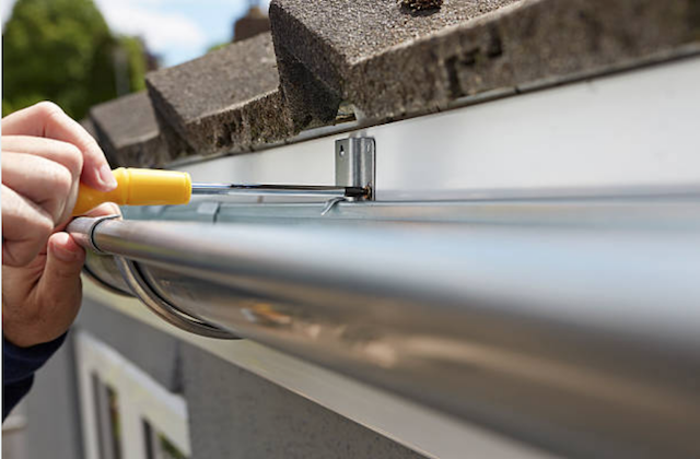 How to realign gutters we clean gutters llc - Canales para tejados ...